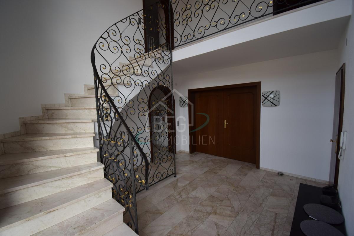 Treppenhaus innen und Galerir