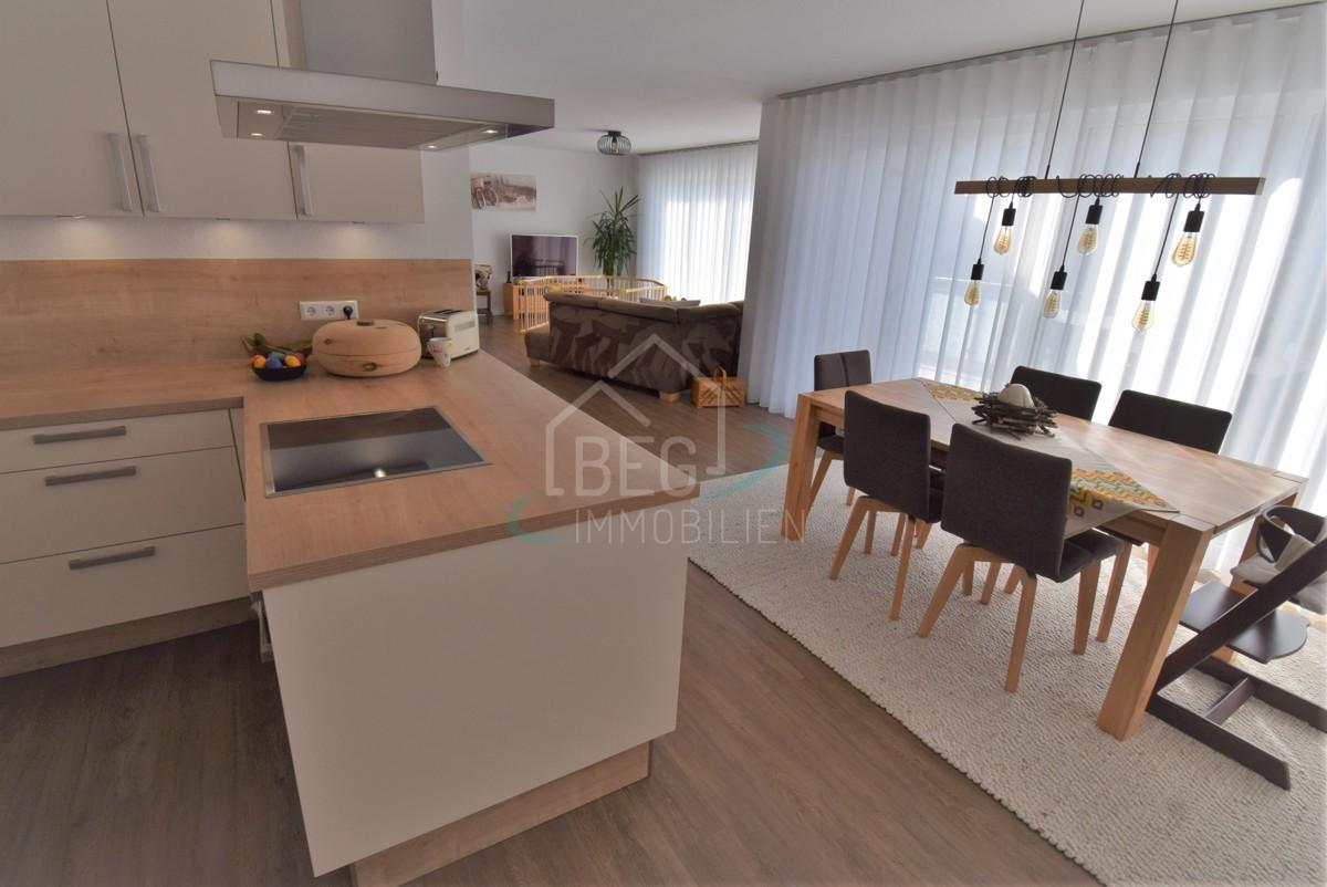 Küche mit Blick Wohnbereich