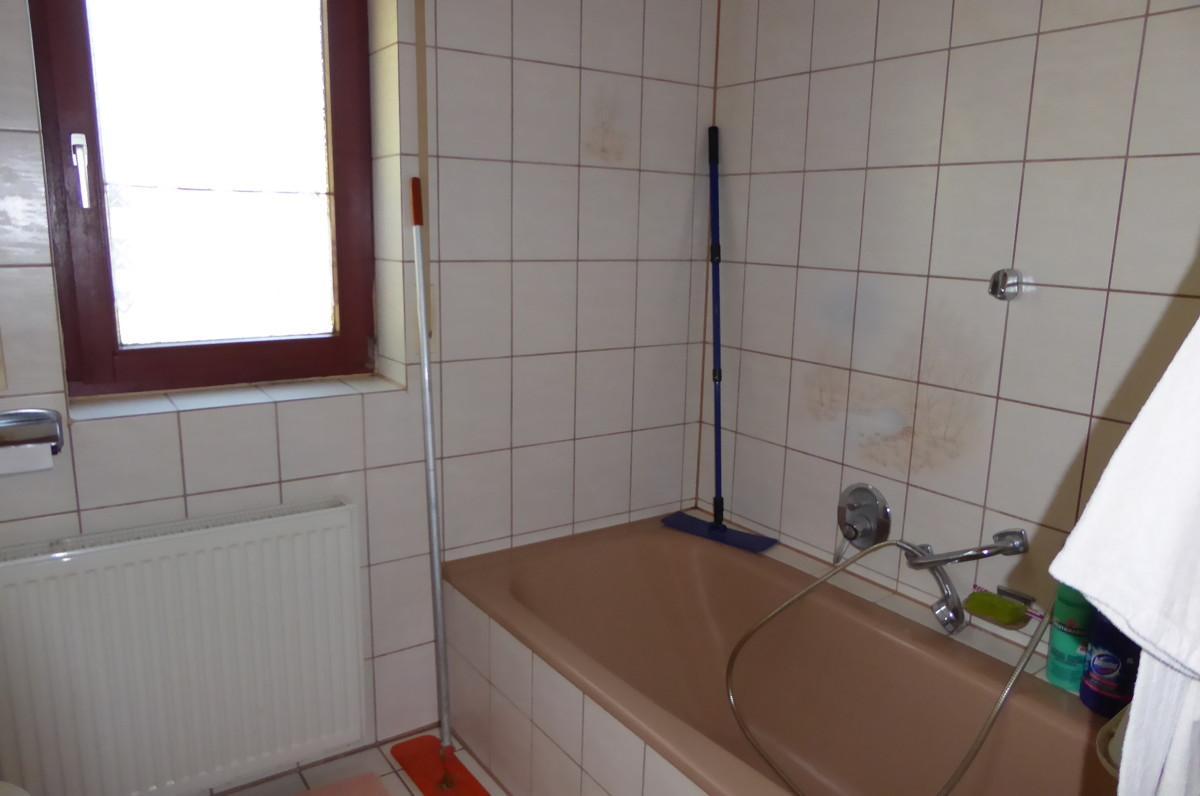 Mit Badewanne und Dusche
